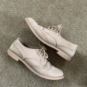 Gap nude loafers